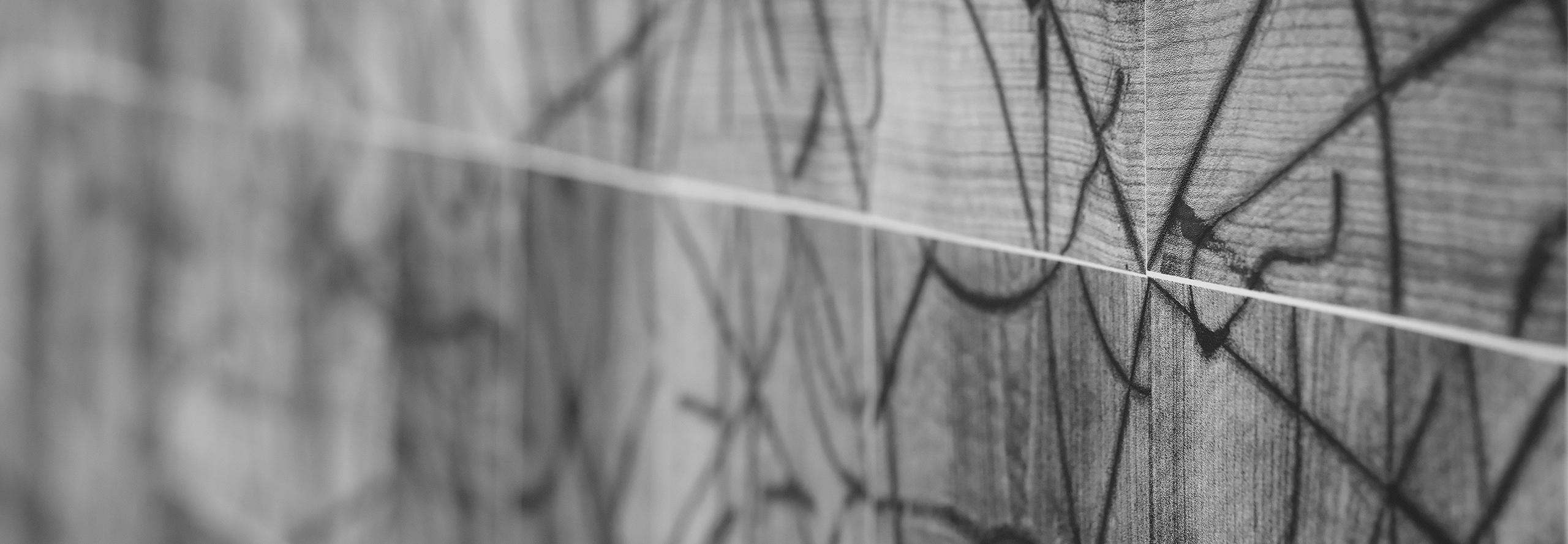 """""""Tiszta udvar, rendes ház.""""   Demokratikus mintázatok Orosz Klára, Roskó Gábor és Szíj Kamilla kiállításán"""